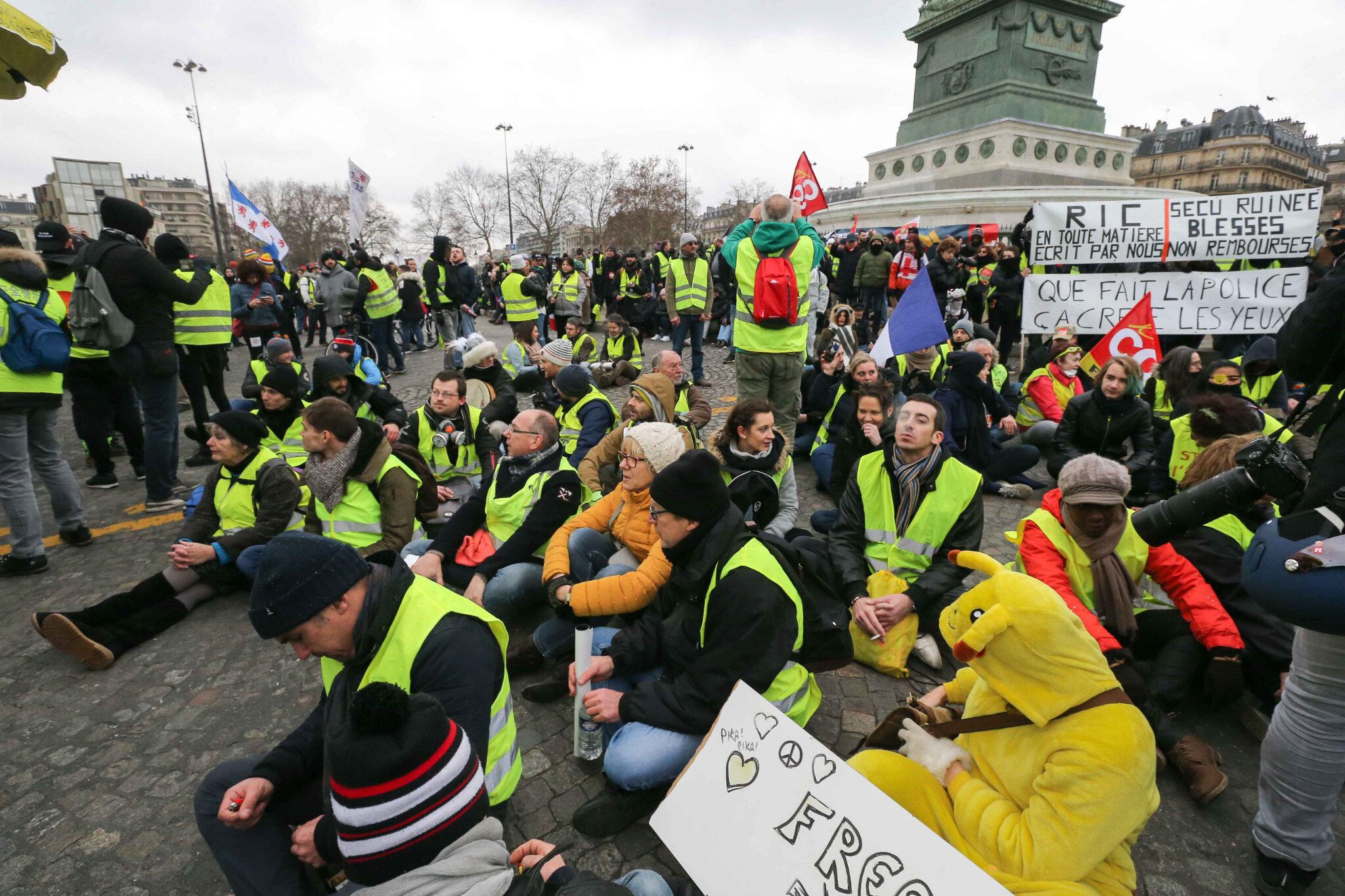 Les « gilets jaunes » défilent contre les violences policières. © Michel Stoupak. Sam 02.02.2019, 13h37m08.