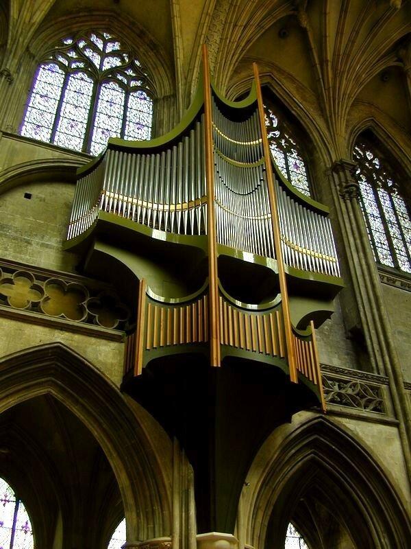 l'unique orgue du Calvados en nid d'hirondelle