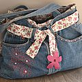 Un sac en jean customisé