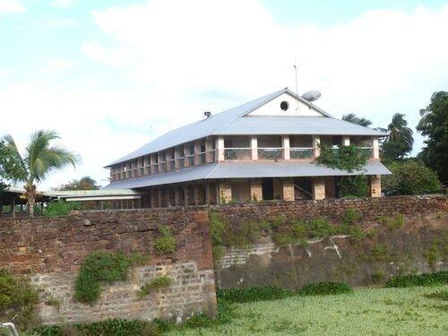 Auberge de l'ïle Royale, ancien bâtiment militaire