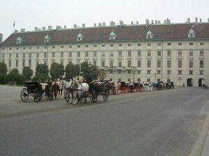 Heldenplatz_au_centre_de_la_Hofburg