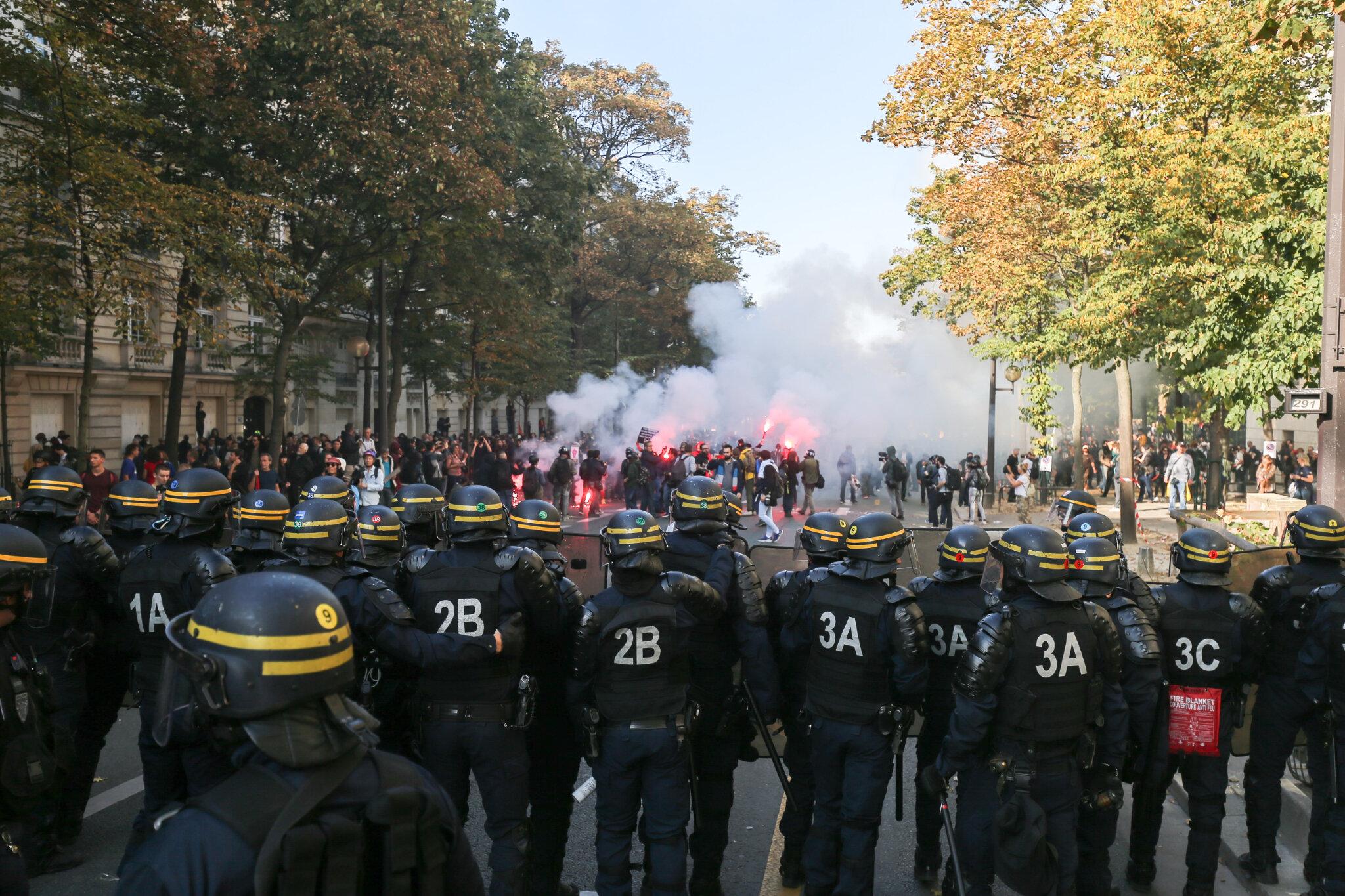 Heurts entre manifestants et gendarmes à Paris. © Michel Stoupak. Mar 09.10.2018, 14h20m16.