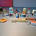 Un plein de course sous forme de porte-clés anciens ! des marques connues en miniature ! très sixties !