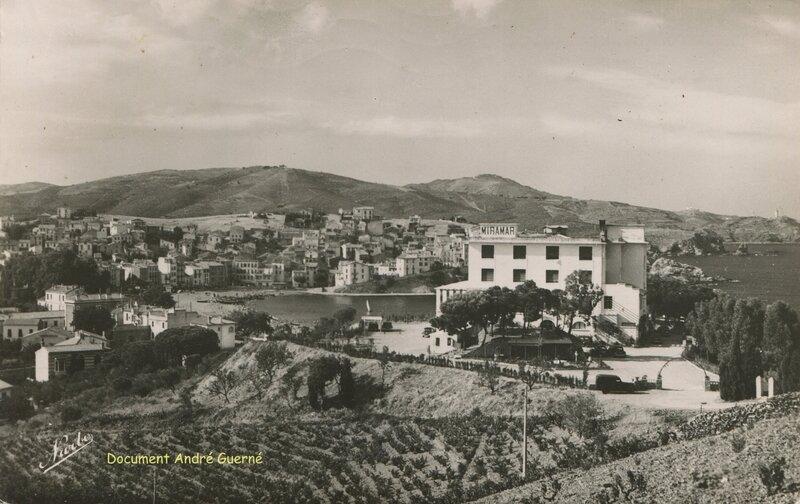 542 Vue sur 'Le Miramar' Hôtel et le Village de Banyuls 1954