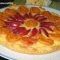 Tarte aux petits suisses fruitée aux abricots et prunes du jardin