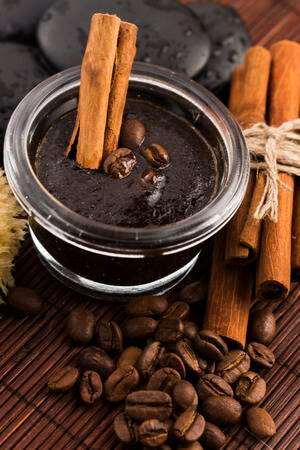44k080129-homemade-face-and-body-organic-all-natural-coffee-scrub-peeling-with-cinnamon