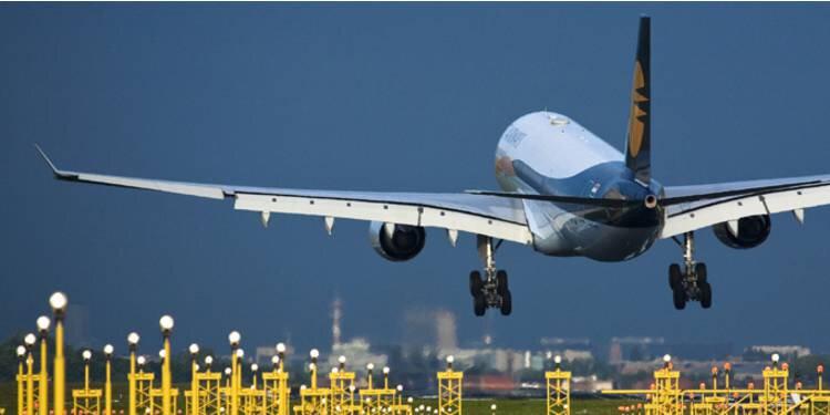 comment-faire-voyager-un-enfant-seul-en-avion-ou-en-train-878496