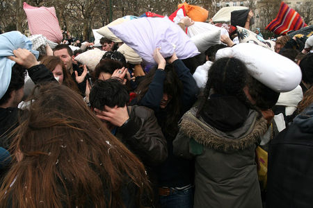 Pillow_Fight_2010_2573