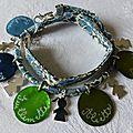 Bracelet double tour sur ruban Liberty composé de 5 médailles en nacre gravées et 5 breloques fillette en argent massif