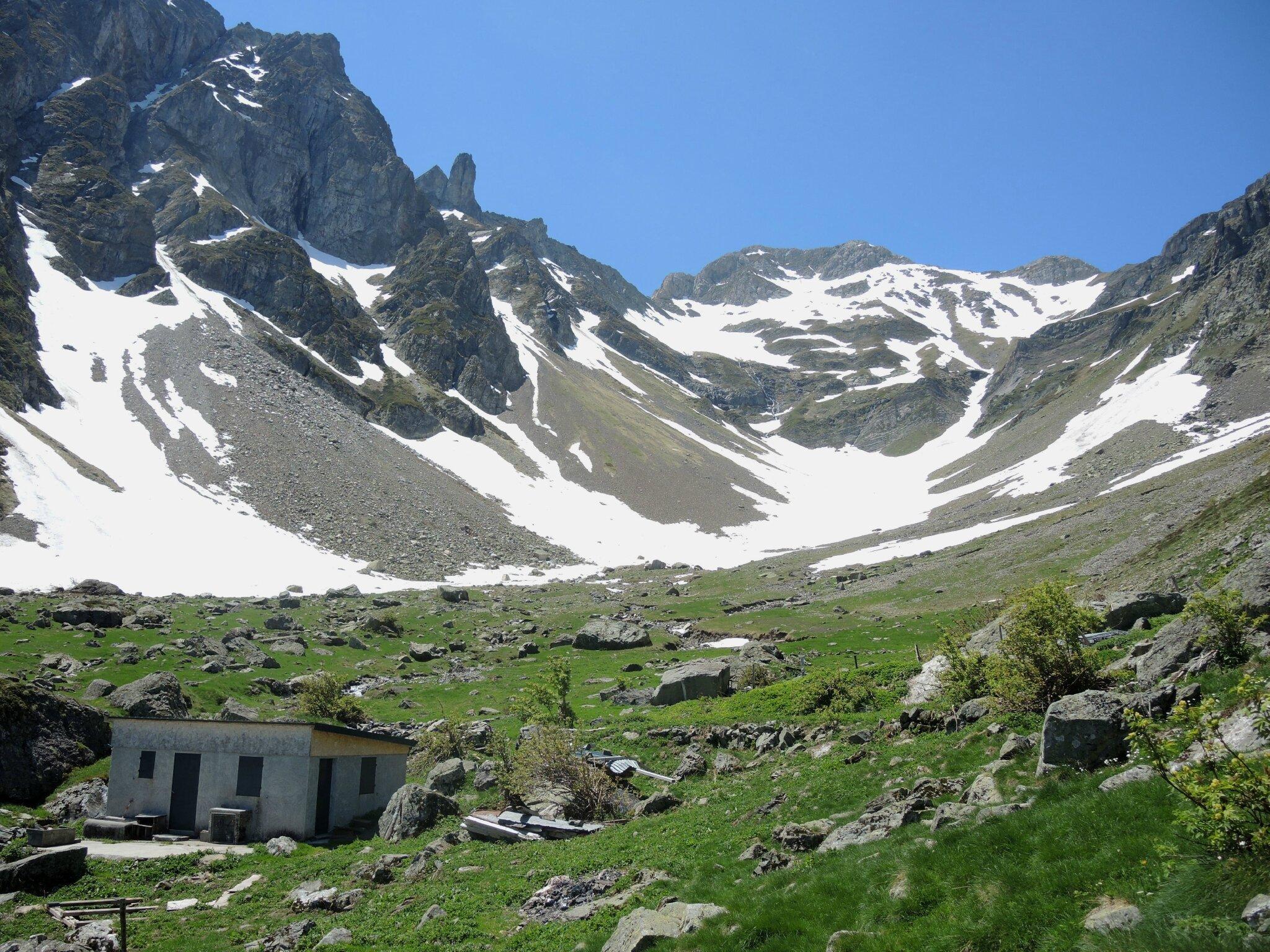 Eaux-Chaudes, Cujala de Sesques, cabane et cirque
