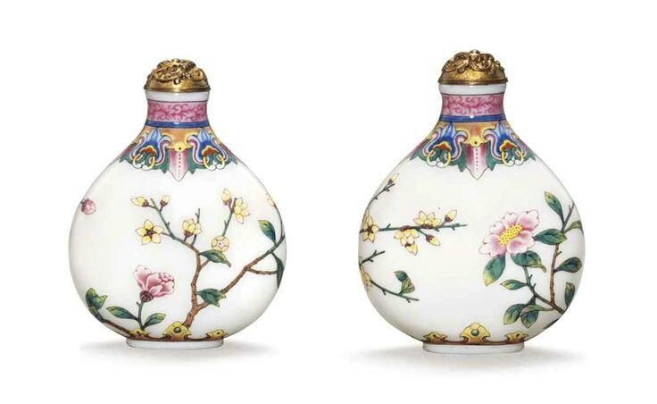 A very rare and finely enamelledfamille roseglass snuff bottle, Imperial, Palace Workshops, Beijing, Qianlong four-character mark in blue enamel and of the period (1736-1795)