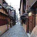Nihombashi street à kyoto. la fameuse scène de la petite fille et la glace dans mémoire d'une geisha.