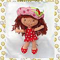 Doudou poupée de chiffon charlotte aux fraises robe rouge pois blanc bandai 25 cm