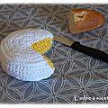 Défi dînette amigurumi de mai : le camembert