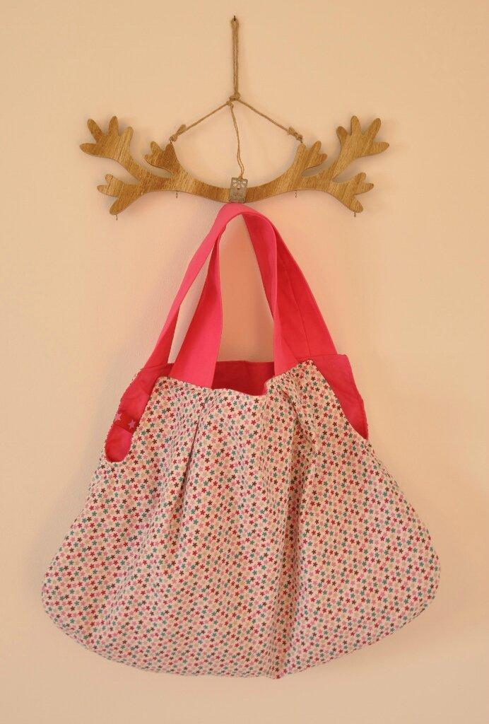 Une grande besace printanière...A spring-like shoulder bag...
