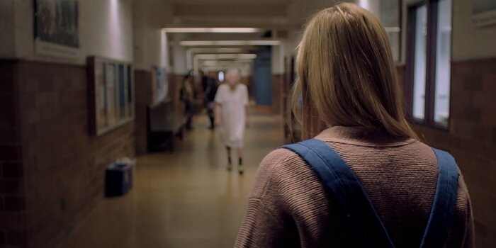 it-follows-movie-reviews-maika-monroe