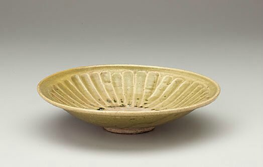 Celadon dish with fluted cavetto, Hanoi, Viet Nam, 14th century-15th century, stoneware with copper green glaze, 5.2 x 23.0 cm. Gift of Dr John Yu & Dr George Soutter 2002, 159.2002. Art Gallery of NewSouth Wales, Sydney (C) Art Gallery of NewSouth Wales,