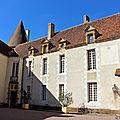 042 - la cour intérieur du château de Bazoches