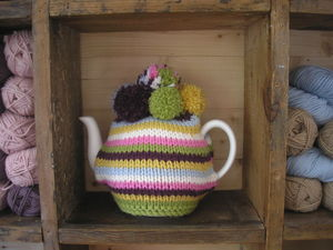 Laughing_Hens_Knitted_tea_cosy