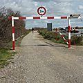 Villeneuve : une barriere de securite a la passerelle du pilou