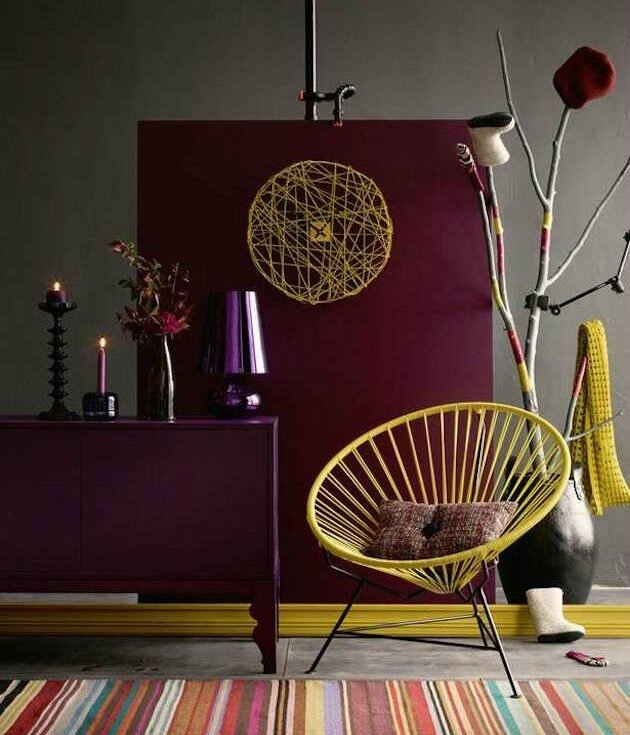 chambre-jaune-moutarde-bordeau-marsala-fauteuil-e1482719735242