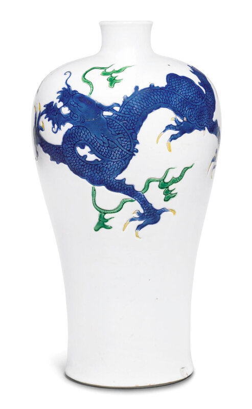 An enamelled 'dragon' meiping, Qing dynasty, Kangxi period (1662-1722)