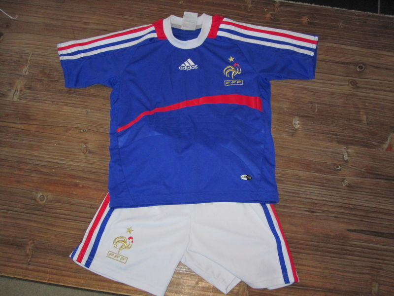 64ab74ce0ff34 Ensemble foot équipe de France 4 ans Adidas 5 euros - Photo de ...