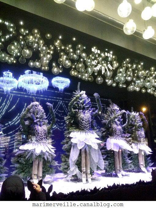 vitrine de Noël au bon marché Paris 2018 - blog marimerveille