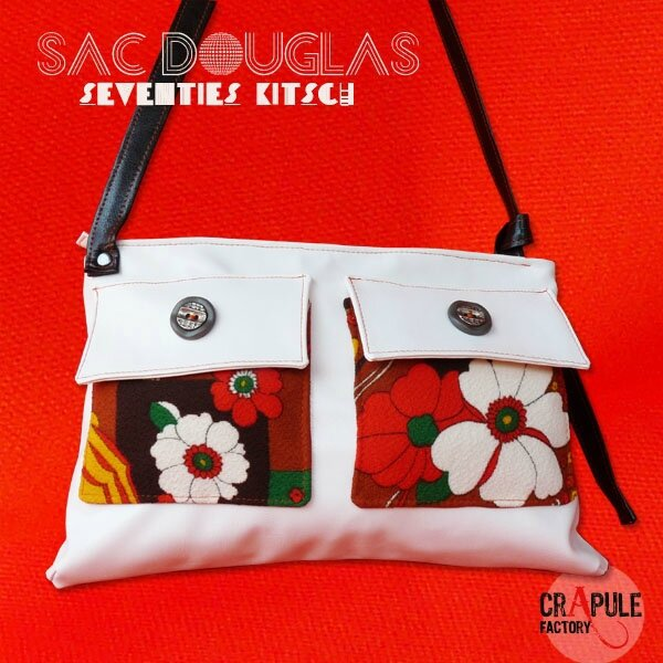 sac-a-main-de-createur-douglas-original-kitsch-decale-simili-cuir-blanc-fleurs-seventies-et-bouton