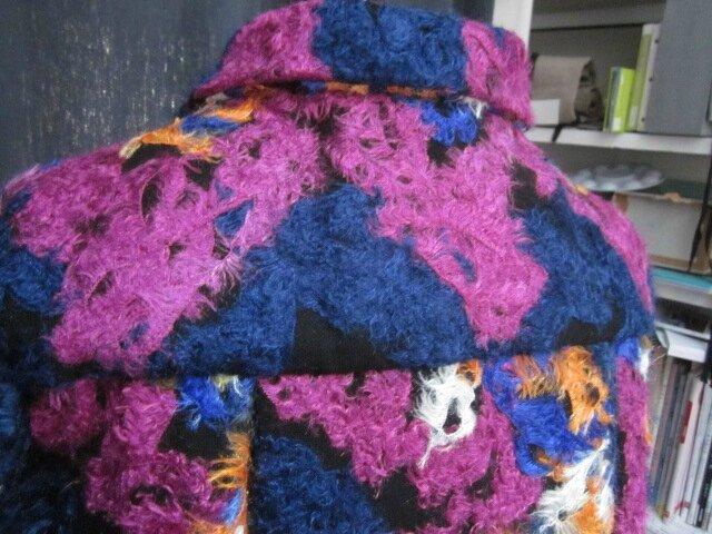 Manteau AGLAE en lainage polyester multicolore sur fond noir (10)