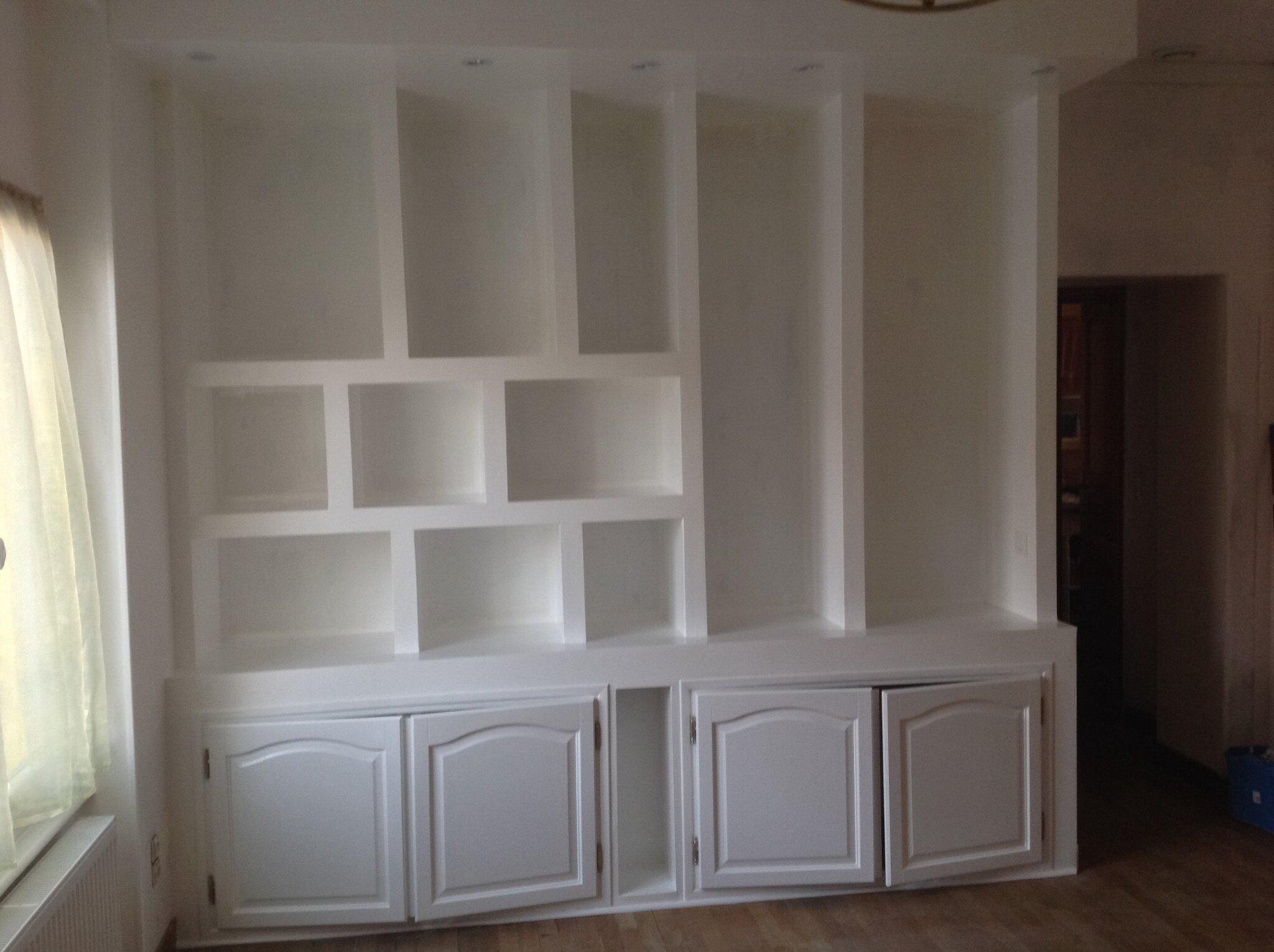 apr s mise en peinture les tapes de la construction d 39 une biblioth que en placoplatre. Black Bedroom Furniture Sets. Home Design Ideas