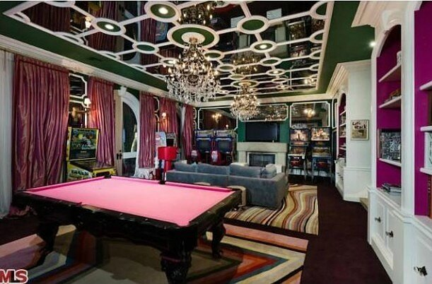 Christina-Aguileras-house-game-room-611x402