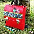 cartable maternelle /sac à dos hibou et fleurs original vintage pop rouge rabat applique hiboux bande vintage fleur bleu vert