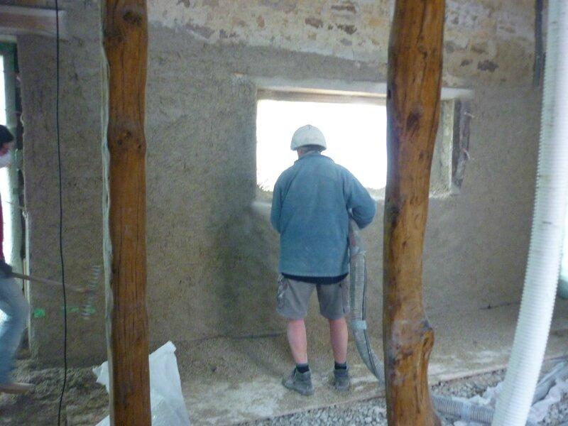 Renover une maison - longère - chaux chanvre projetté - rattrapge thermique - isolation mur - matériaux écologique 2