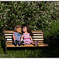 Les amoureux qui se bécotent sur les bancs publics... lovers who smooch themselves on public benches