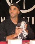 Tony_Parker_au_Virgin_Paris_031