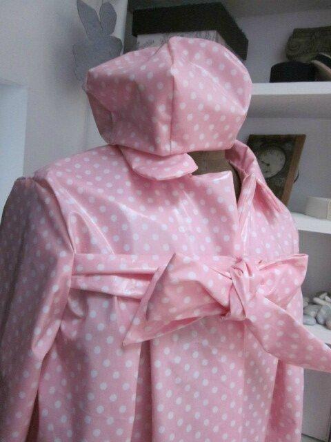 Ciré AGALE en coton enduit rose malabar à pois blancs - Chapeau de pluie AGATHE en coton enduit rose malabar à pois blancs (5)
