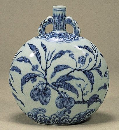 Blue-and-White Moonflask with Lizhi (Citrus) Design, Ming Dynasty, Yongle Period (1403-1424), h.25.0cm. Gift of SUMITOMO Group, the ATAKA Collection. Acc. No. 10855. The Museum of Oriental Ceramics, Osaka. © 2009 The Museum of Oriental Ceramics,Osaka.
