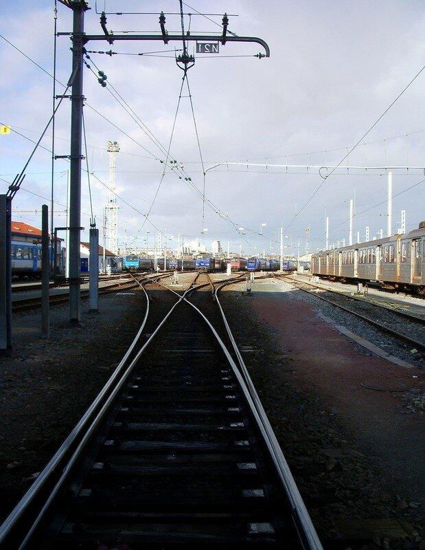 Rails brillants menant vers les TER