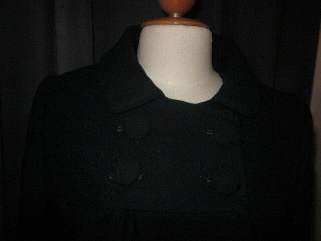 Manteau court EDMEE en lainage vert bouteille - double boutonnage, col claudine, manches trois quart - doublure de satin assortie - boutons recouverts dasn le même tissu - taille 42 (6)