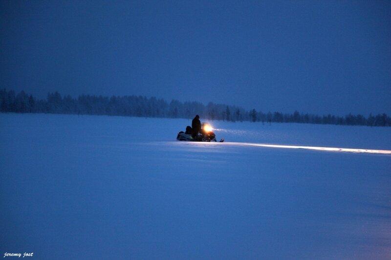 motoneige by night