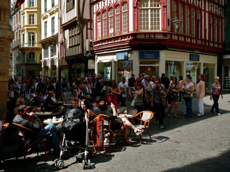 Terrasse rue du Gros-Horloge.