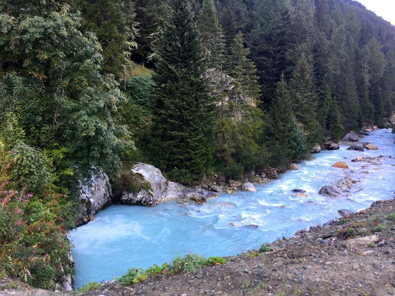 la Navisence, d'un bleu glacial