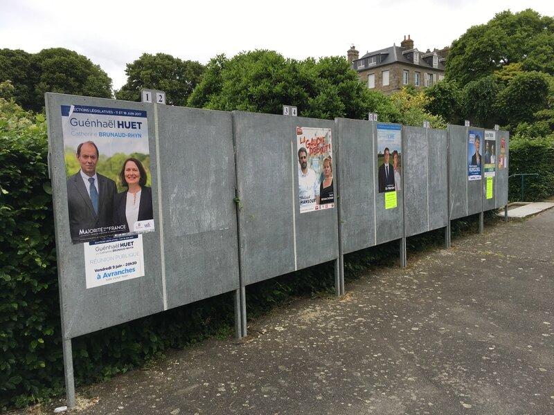 élections législatives 2017 premier tour Avranches panneau électoral affiches place Littré