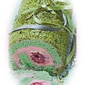 Bûche de noël pistache crème au sirop de rose fourrée aux framboises et litchis