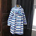 Ciré esprit marinière en coton enduit à rayures vagues horizontales bleues noué d'un lien réalisé dans le même tissu (1)