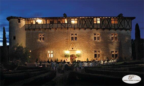 CASTELNAU_DE_MONTMIRAL_Chateau_de_MAYRAGUES_concert_au_temps_de_Paganini_du_27_juillet_2015_le_chateau_illumine