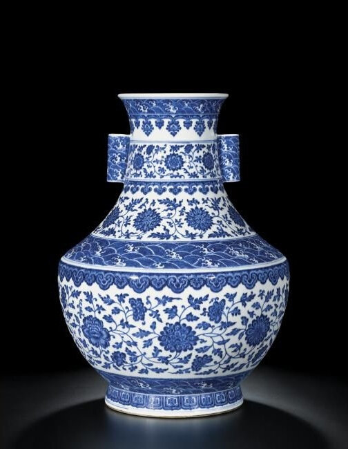 A Fine Large Blue and White Hu Vase with Handles, Seal Mark and Period of Qianlong (1736-1795)