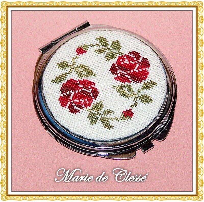 Miroir de Sac Rond Brodé Deux roses rouges Ø5cm