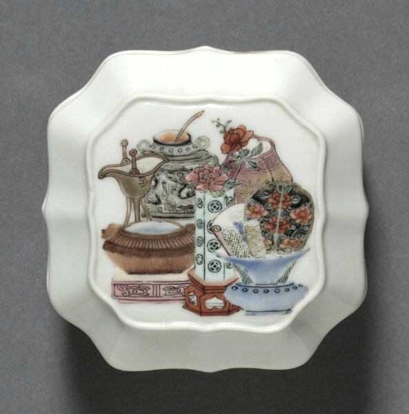 Square Covered Box with Hundred Antiquities, China, Jiangxi province, Jingdezhen, Qing dynasty, Yongzheng period